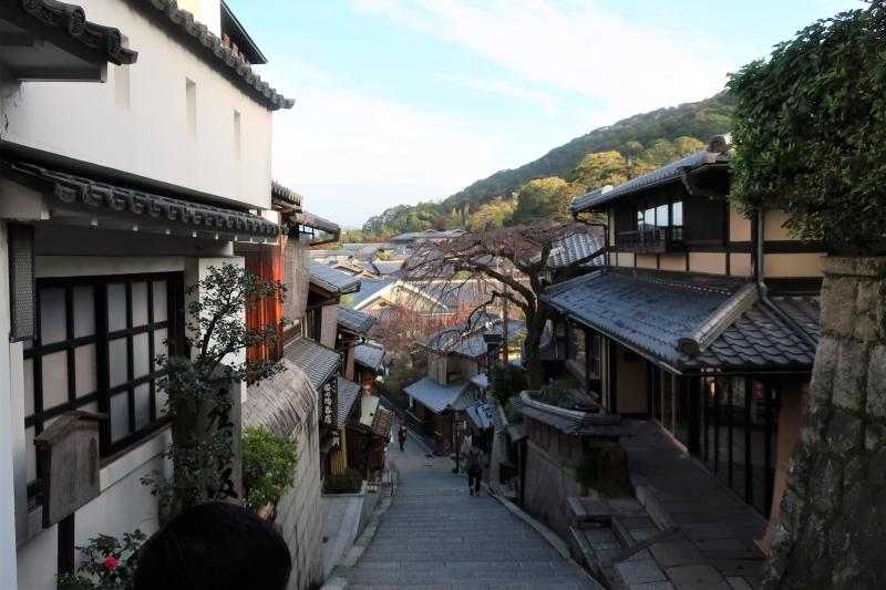 Sannenzaka Slope, worshiper's path to Kiyomizudera, historical preserved area