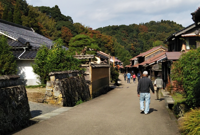 The walking street in Omori Town. It gives you a lot of fun to walk along.