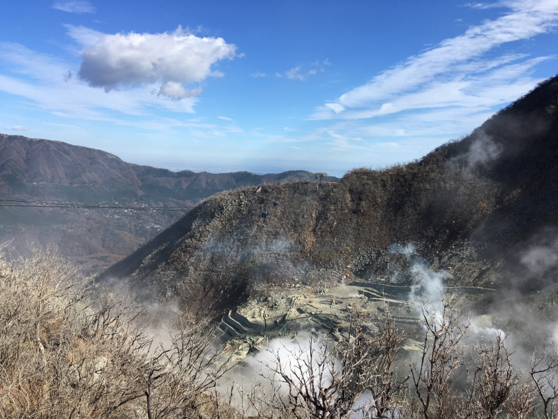 In Owakudani, Hakone, water vapor still erupts from the crater. This water vapor creates a hot spring in Hakone.