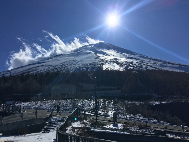 At the fifth stage of Mt. Fuji, you can see the beautiful summit of Mt. Fuji if it is clear. You will see the Southern Alps in different directions.。