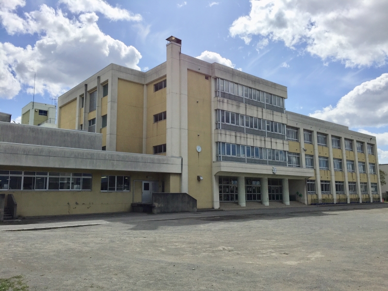 This is a typical Japanese school building, usually three or four storied.