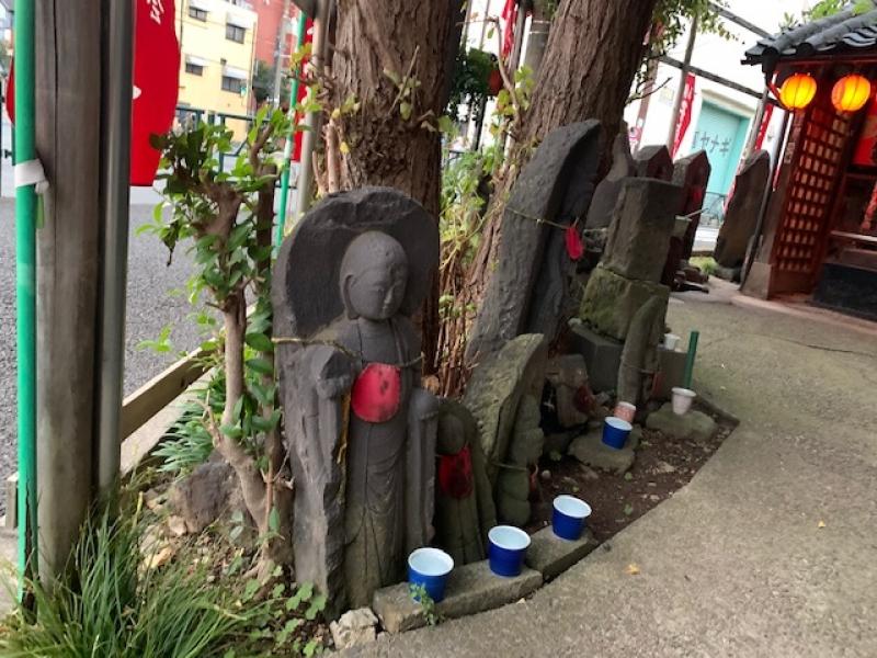 Small shrine eshrines Jizo statues at the corner of the cross