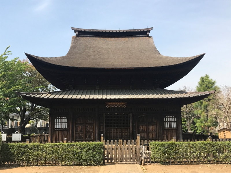 This temple, Shofuku-ji, is the first building designated as a national treasure in Tokyo.  It was built in the Zen temple style in the Muromachi period.  Its roof is beautifully curved.  Being in the suburbs it has not many visitors now, but you will find it quite a treasure.