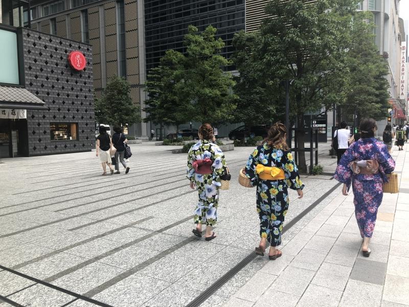 HALF day private TOKYO tour (Palace + Tsukiji +Nihonbashi)