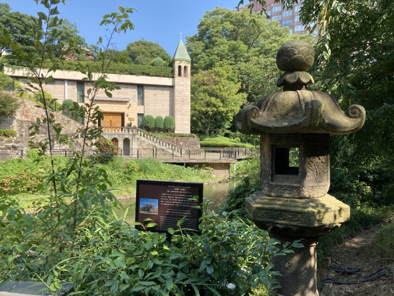 Garden of Hotel Chinzanso on a hot summer day