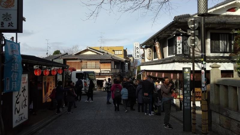 souvenir street in Kiyomisu temple