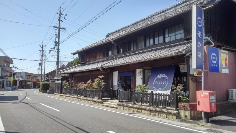 Let's enjoy lunch at a local coffee shop, which is a Japanese traditional house