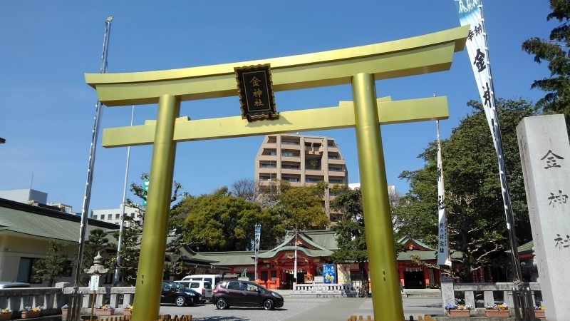 gold shrine gate, you will get a lot of lucky of money from the shrine?!