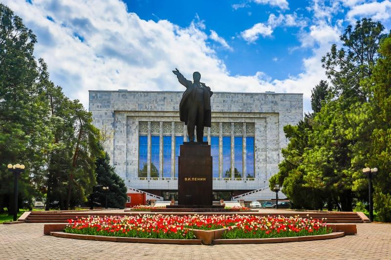 Statue of Lenin.