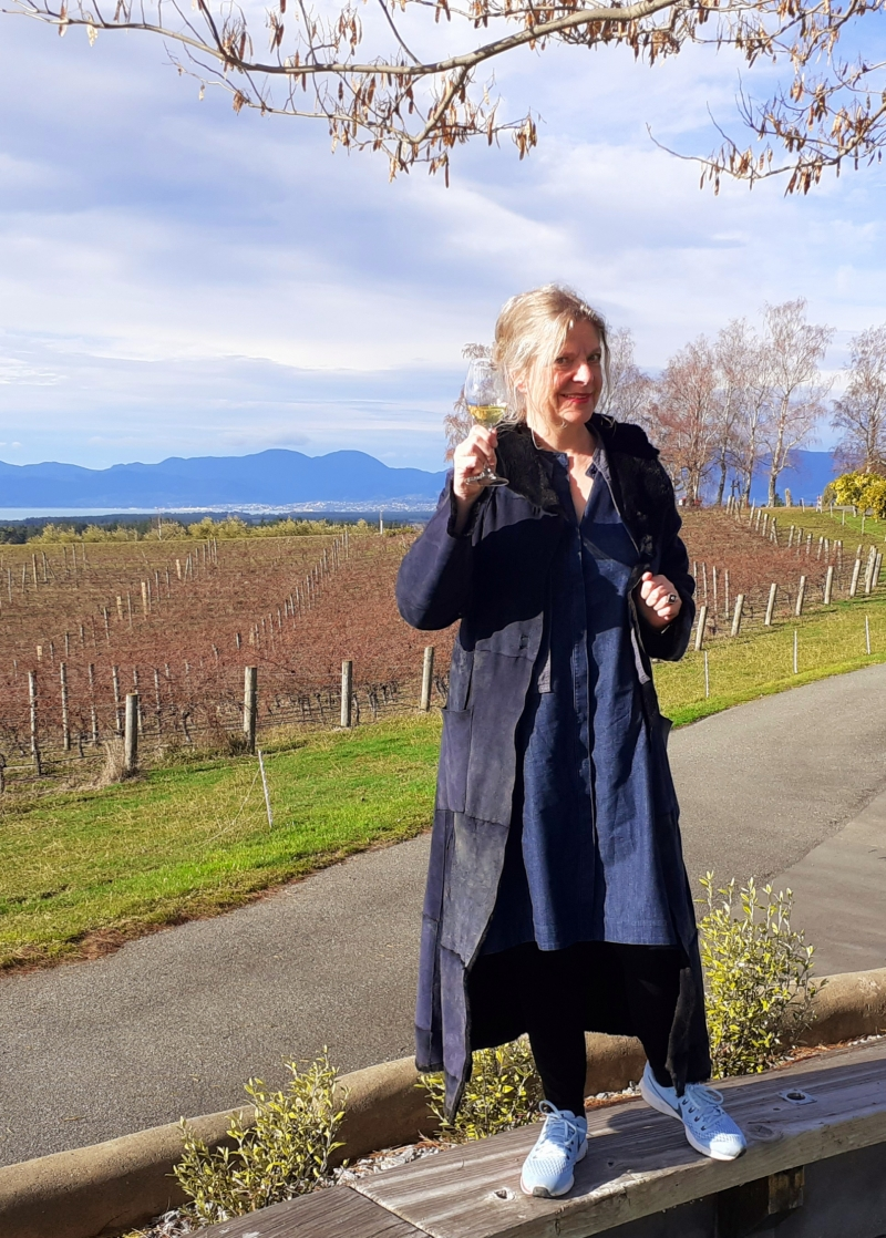 Cheers! Please join me in New Zealand which is a wine producing country known for high quality Sauvignon Blanc, Pinot Noir, Chardonnay and aromatics