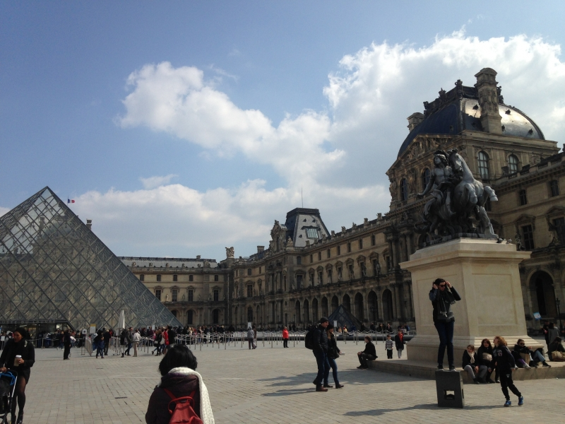 Our meeting point, in front of the Louvre's glass pyramid