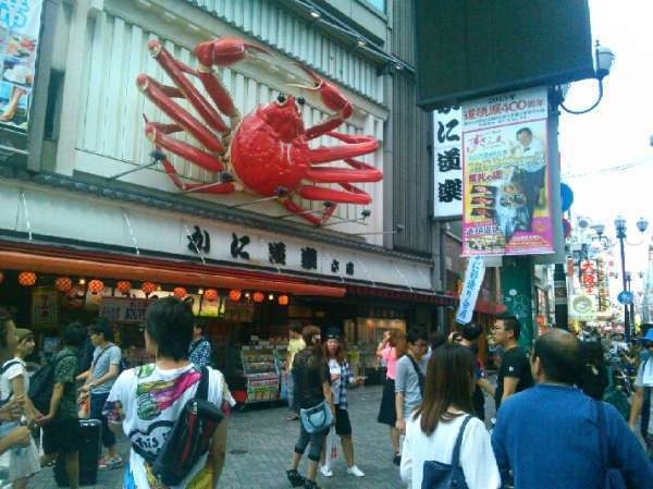 This crab is acting on the  board at Dotonbori.