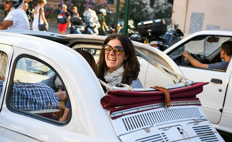 Enjoy a UNIQUE tour in Rome aboard a Fiat 500 vintage car!