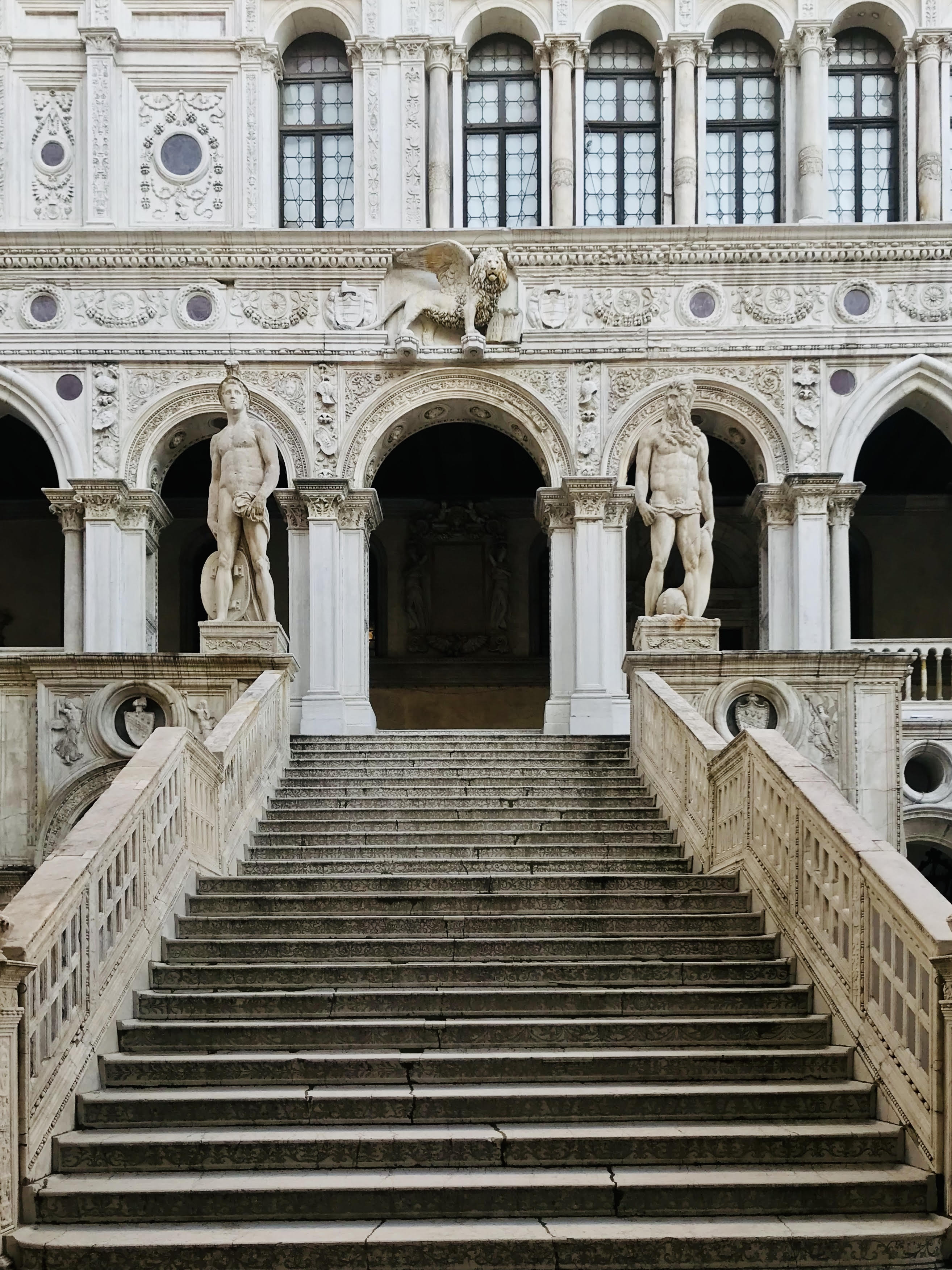 Let's discover Venice, tailored tour with a local guide and art historian