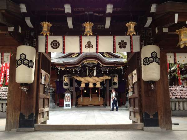 You can see the main hall of Kushida Shrine through the gate. What are you wishing for?