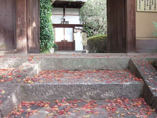 The front entrance stairs of Kinpukuji Temple