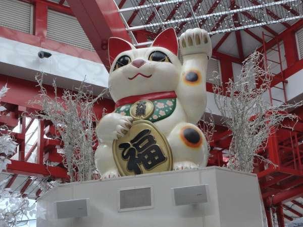 A Big Beckoning Cat at shopping street