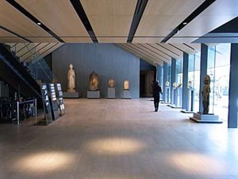 M5. Nezu Museum (Main Entrance Hall)