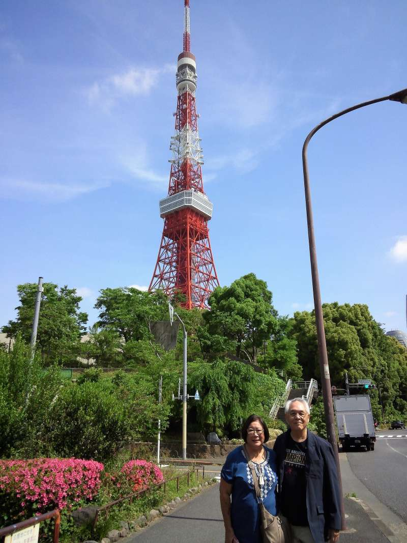 Guests from Hawaii in front of beautiful Tokyo Tower