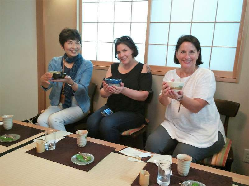 Authentic tea ceremony experience with a mother and a daughter from the US