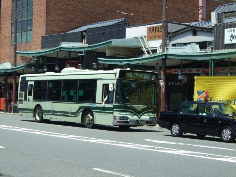 京都市營公交車。