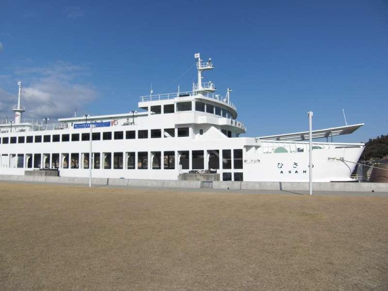Ferry    Uno  port (Okayama Prefecture)  ⇔ Miyanoura port  (Kagawa Pre.)
