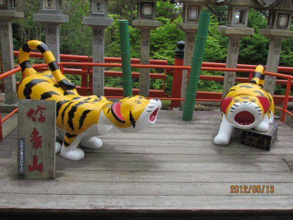 papier-mache tigers
