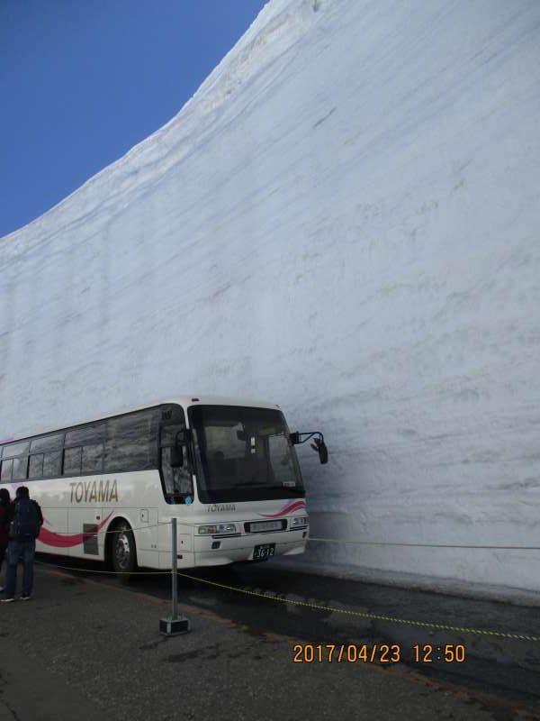 Walking Yuki-no-Otani or Great Valley of Snow