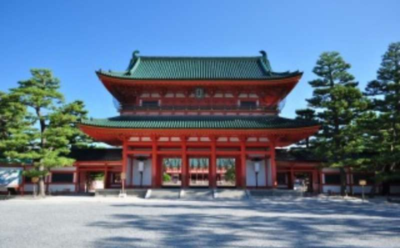 the entrance of Heian Shrine