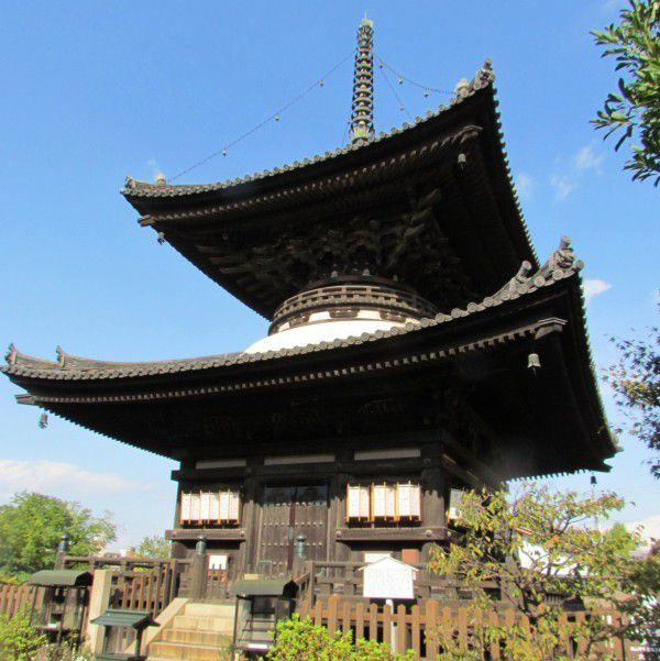 Two-story pagoda in Aizen-do