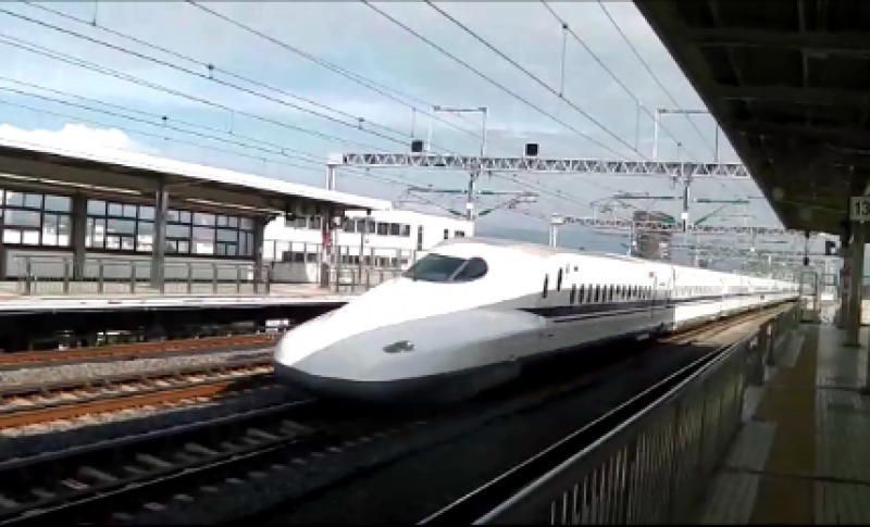 The Shinkansen passing by at Odawara station without slowing down
