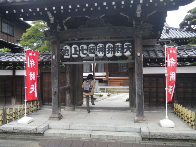 Gonjo-in Temple Benzai-ten: Deity of entertainment