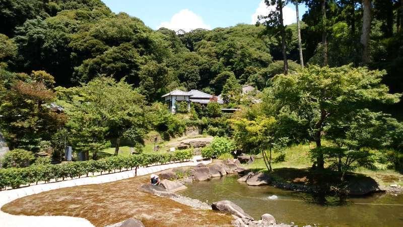 Engakuji Temple has the beautiful Zen Buddhist style garden.