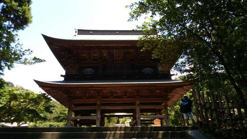 The large main gate of Engakuji Temple. Engakuji Temple is ranked second among the Five Great Zen Temples of Kamakura.